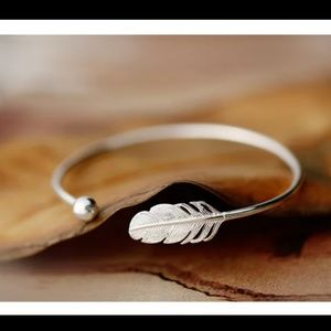 .925 Sterling silver feather leaf bracelet
